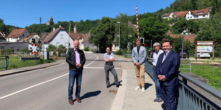 Dr. Timm Kern MdL, Fachbereichsleiter Thomas Hellener, Stadtrat Michael König, Ortsvorsteherin Monika Fuhl und Bürgermeister Ralph Zimmermann